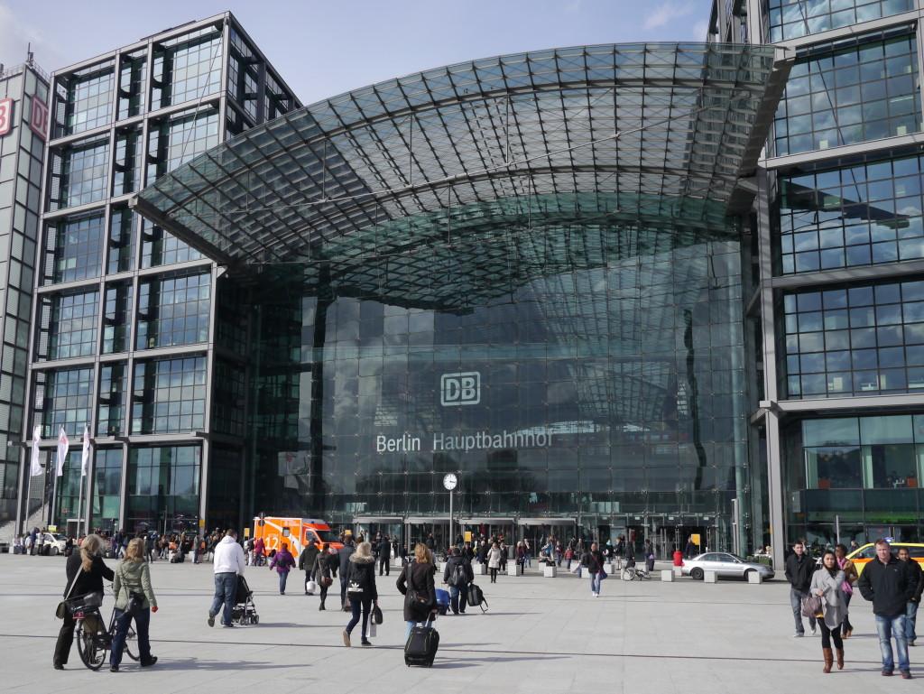 在二〇〇六年世界杯足球賽前落成的柏林中央火車站。攝影/林育立